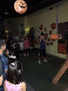PumpkinPinataHitting2-min